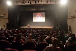 """""""Espetáculo Áfricas"""" marca integração da Semana do Bebê e do Agosto Negro"""