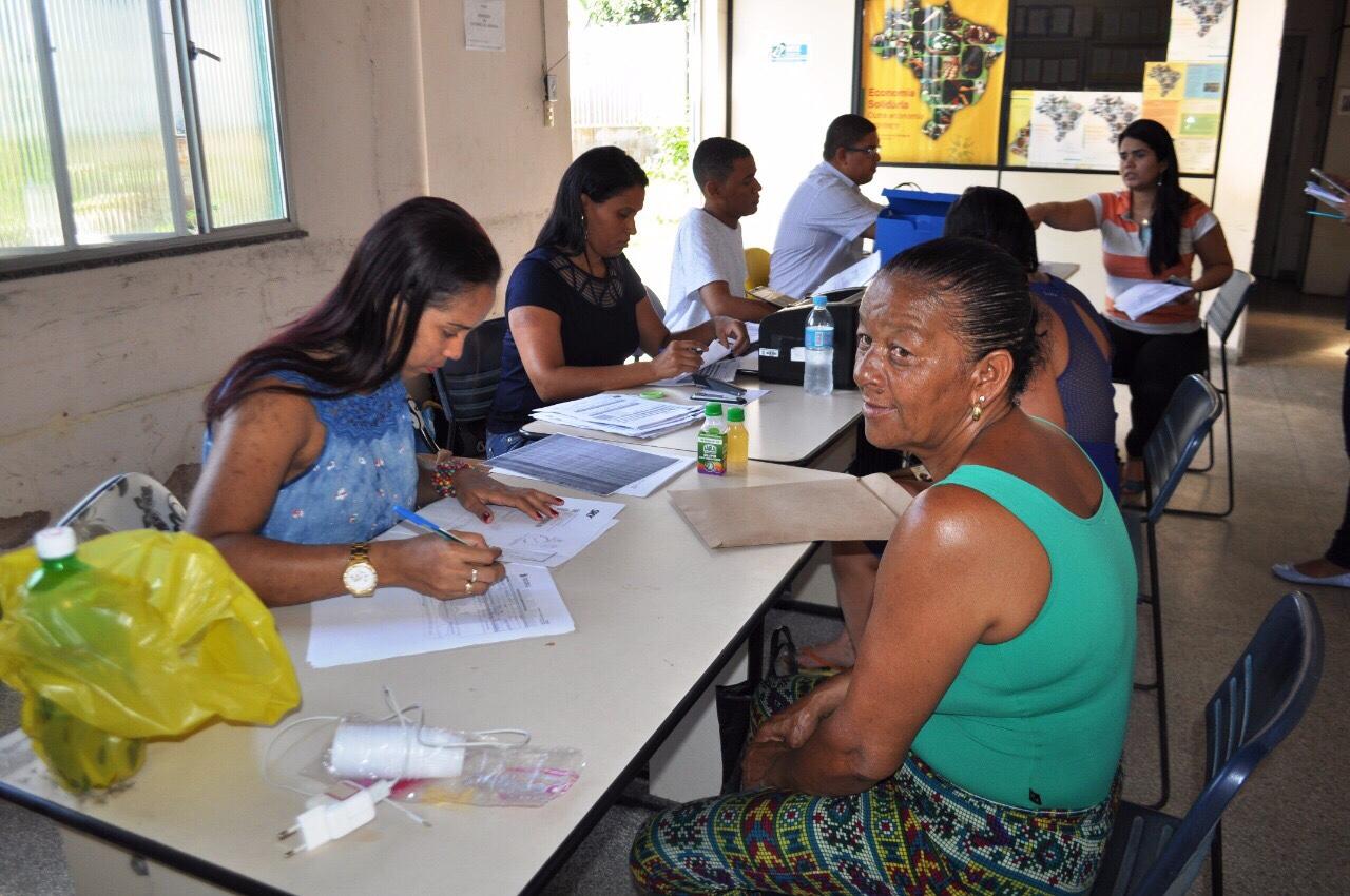 Ambulantes são credenciados para festas de Verão em Lauro de Freitas