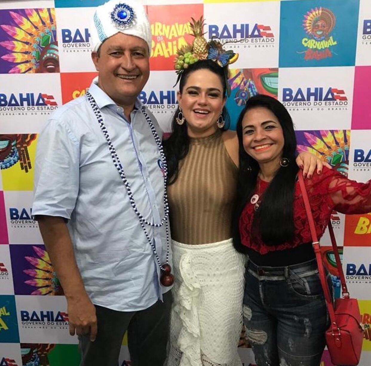 Ao lado do governador, Moema Gramacho marca presença no Carnaval de Salvador