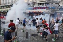 Russos e Argentinos se reúnem para combinar de brigar com Hooligans ingleses durante a copa