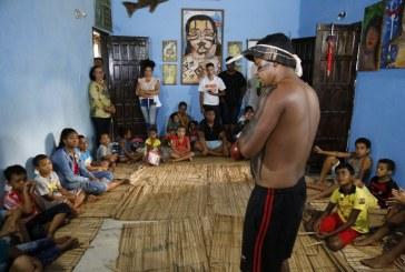 Rituais de índios Fulni-ô encantam crianças da rede municipal de Lauro de Freitas