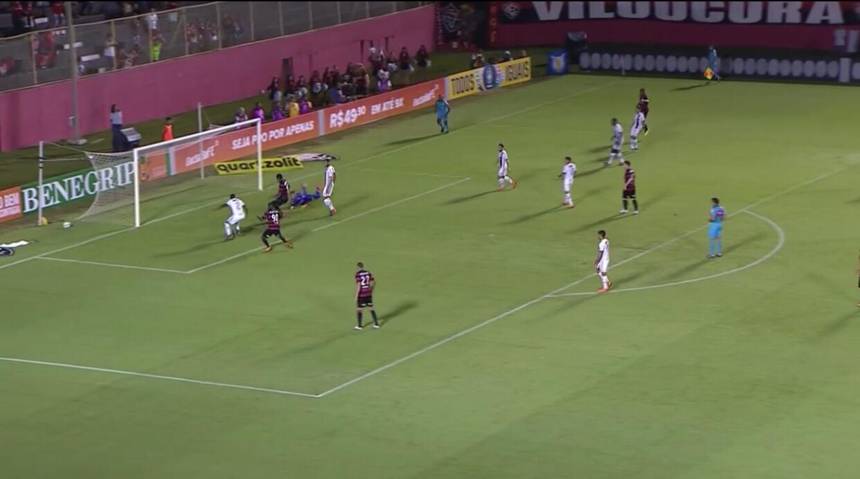 Após expulsão injusta, Flamengo fica no empate com o Vitória na estreia do Brasileirão