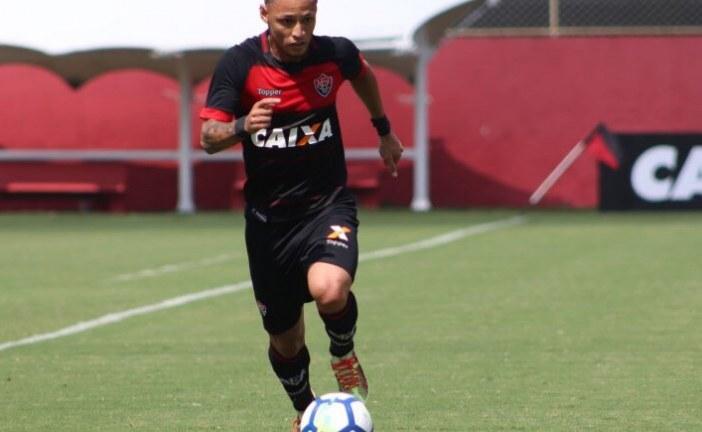 Com gol de pênalti de Neilton, Vitória vence Ceará por 2 a 1 no Barradão