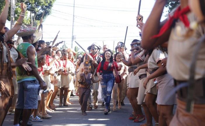 Blocos juninos desfilaram alegria nas ruas de Lauro de Freitas