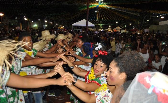 Quadrilha do Bankoma foi sucesso na segunda noite de festejos juninos em Lauro de Freitas