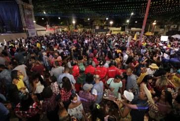 Primeira noite do São João Tradição foi marcada pela presença das famílias e a alegria do forró em Lauro de Freitas
