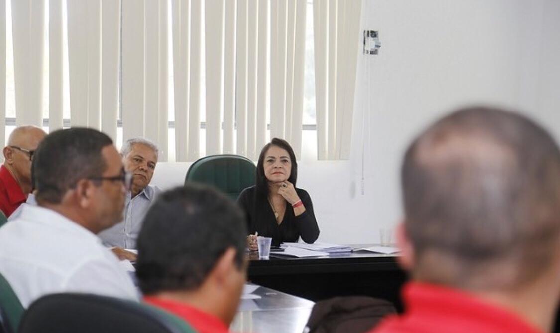 Moema reúne-se com trabalhadores do SUAS, motoristas e servidores da gestão