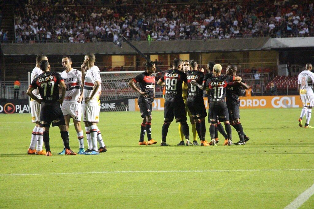 Vitória é goleado pelo São Paulo e poderá voltar pro Z-4 ao término da rodada do Brasileirão