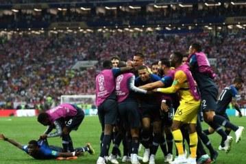 França vence Croácia e conquista seu segundo título mundial; o primeiro foi em 98